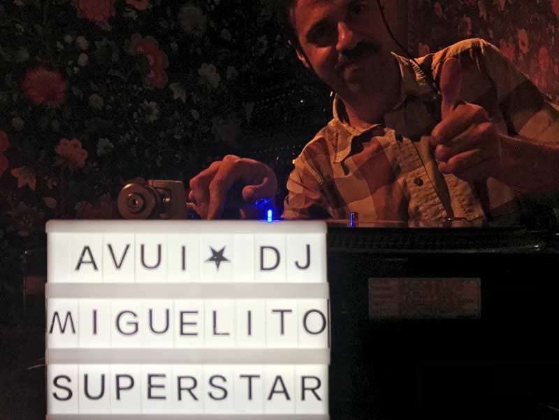 De huis DJ van Ultramar heet DJ Miguelito Superstar