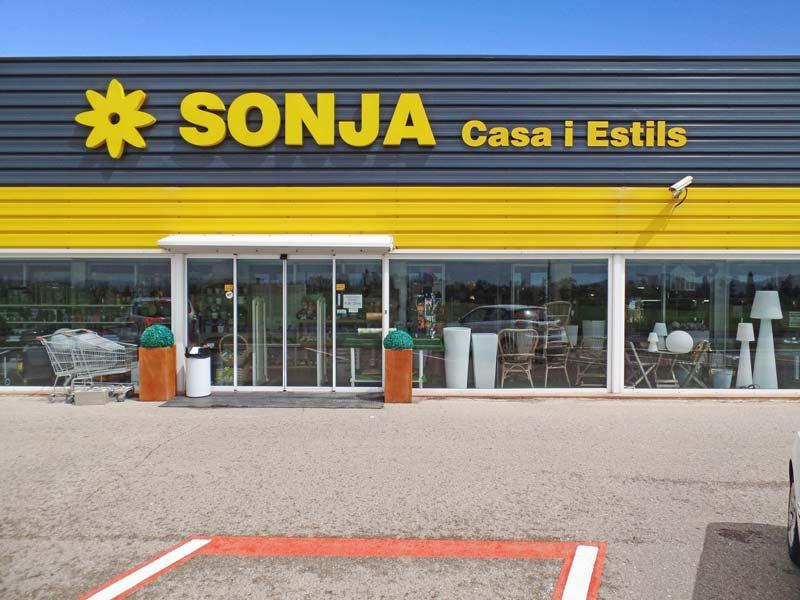 De ingang van Sonja Casa i Estils