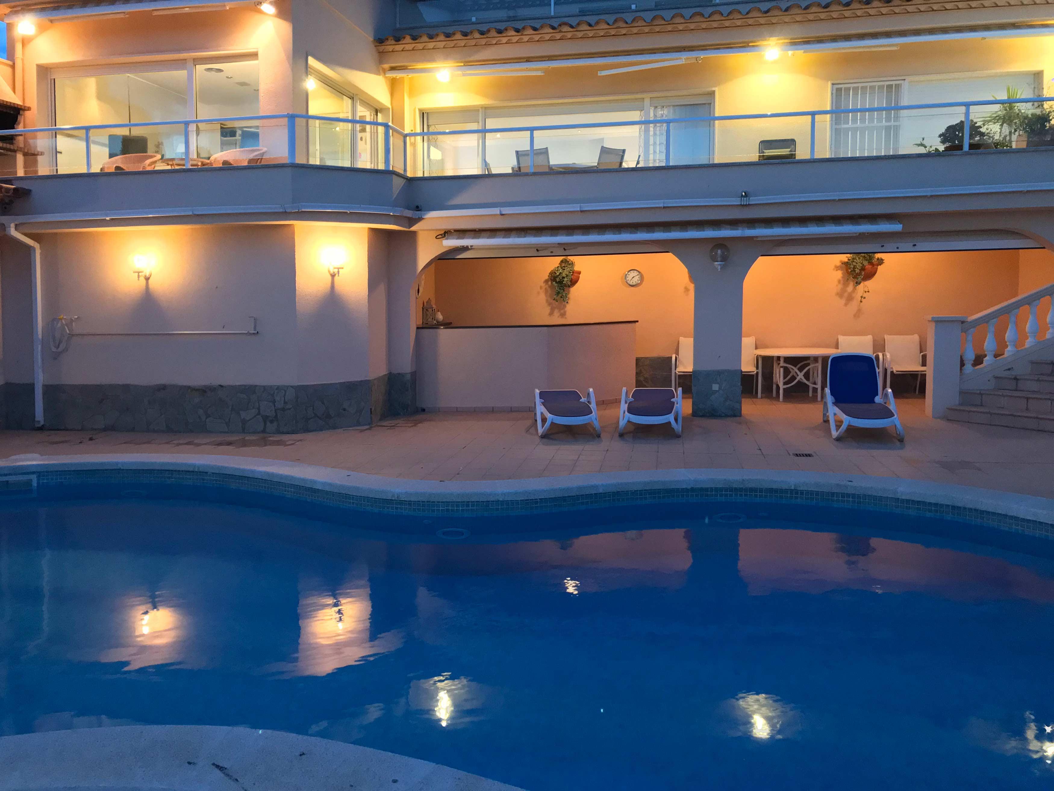 Villa Cap de la Barra met de verlichting aan