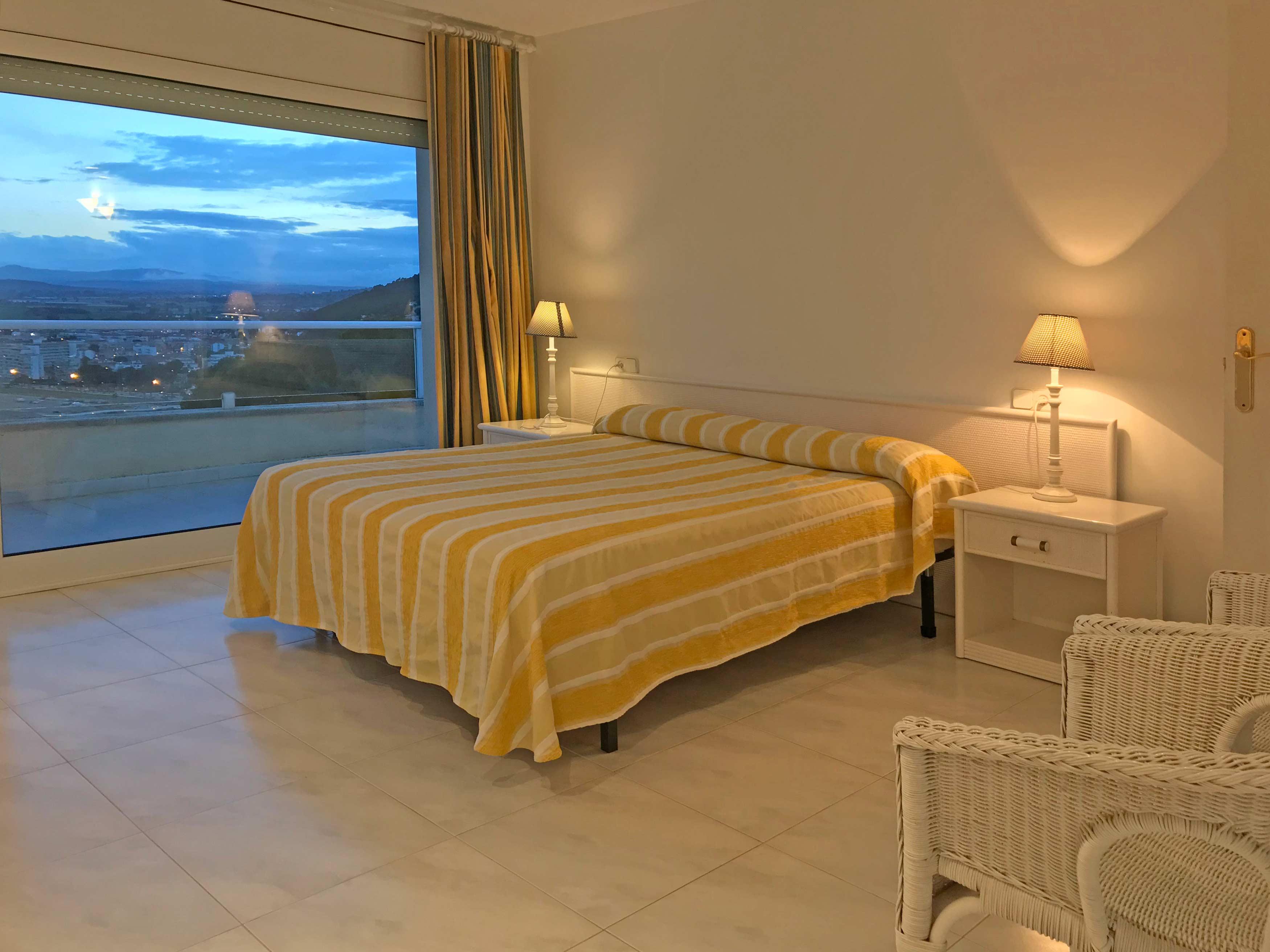 De slaapkamer op de bovenste etage van Cap de la Barra