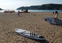 SUP planken op het strand van Cala Montgó
