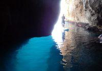 Ontdek de grotten langs Cala Montgó