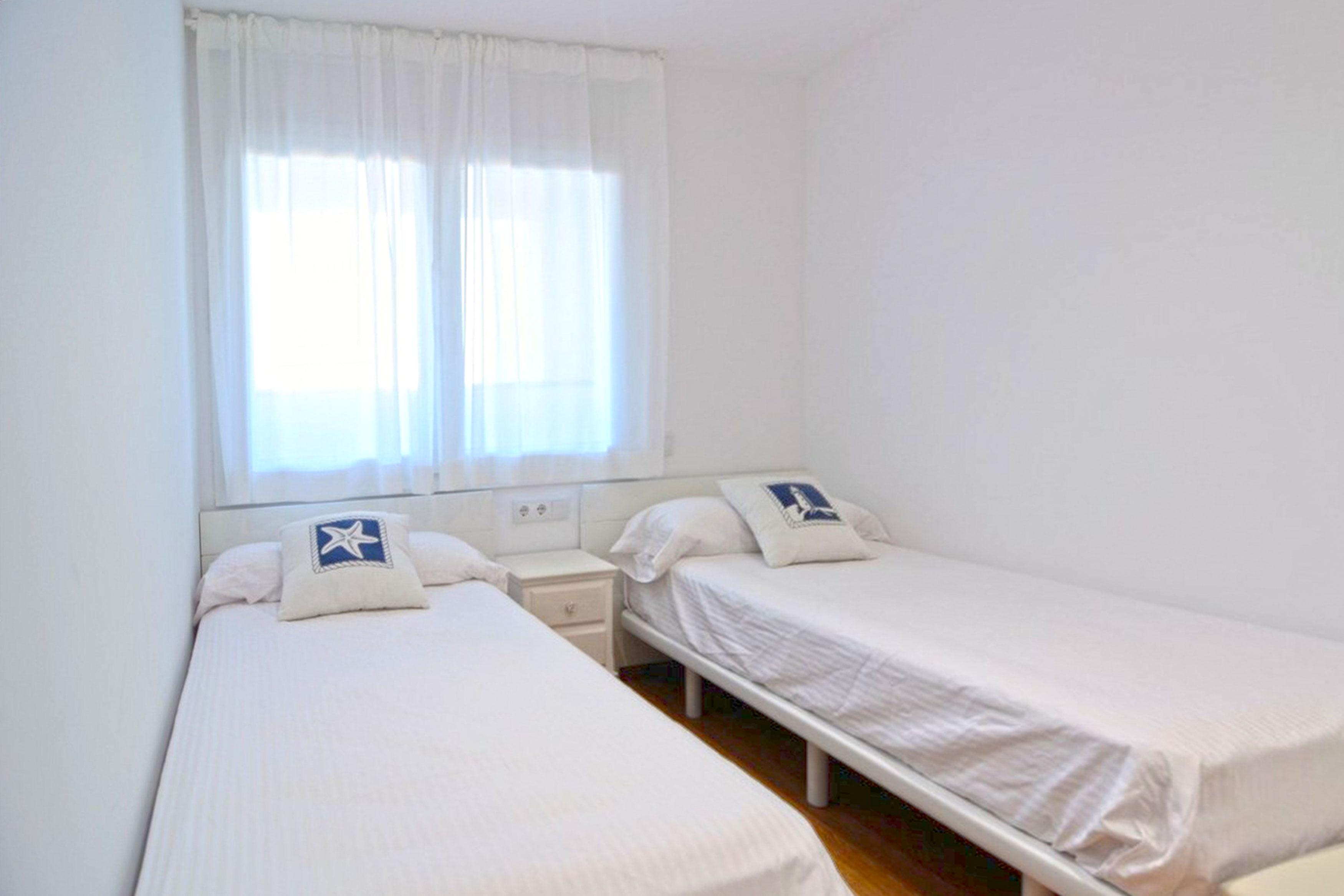 Appartement Vistamar l'Escala slaapkamer 2 heeft twee 1-persoon bedden
