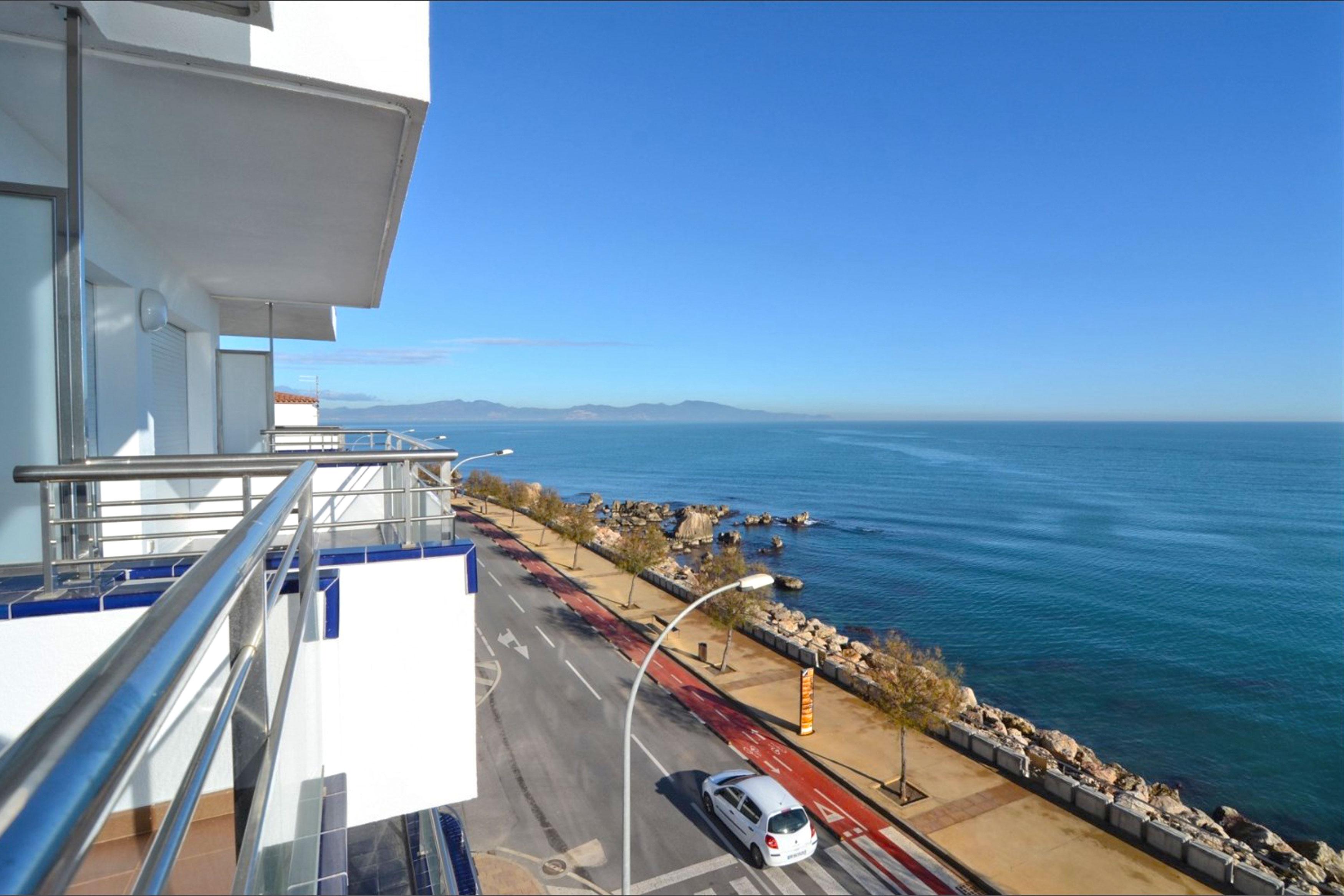Vistamar l'Escala uitzicht op boulevard
