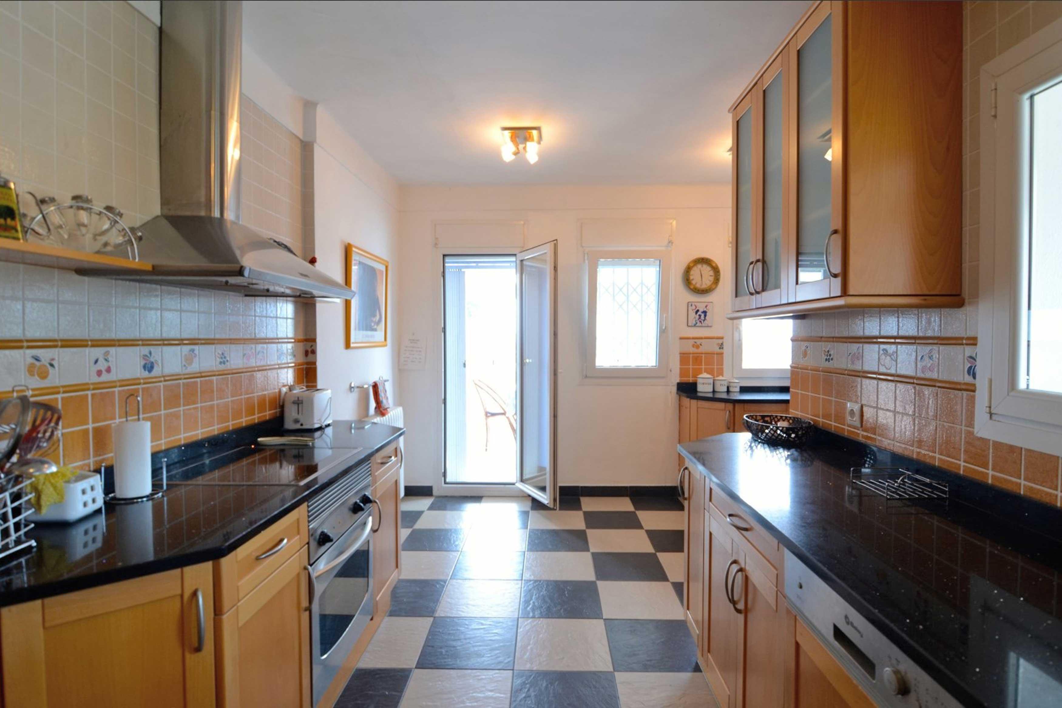 Grote keuken met oven en vaatwasser villa Buckingham