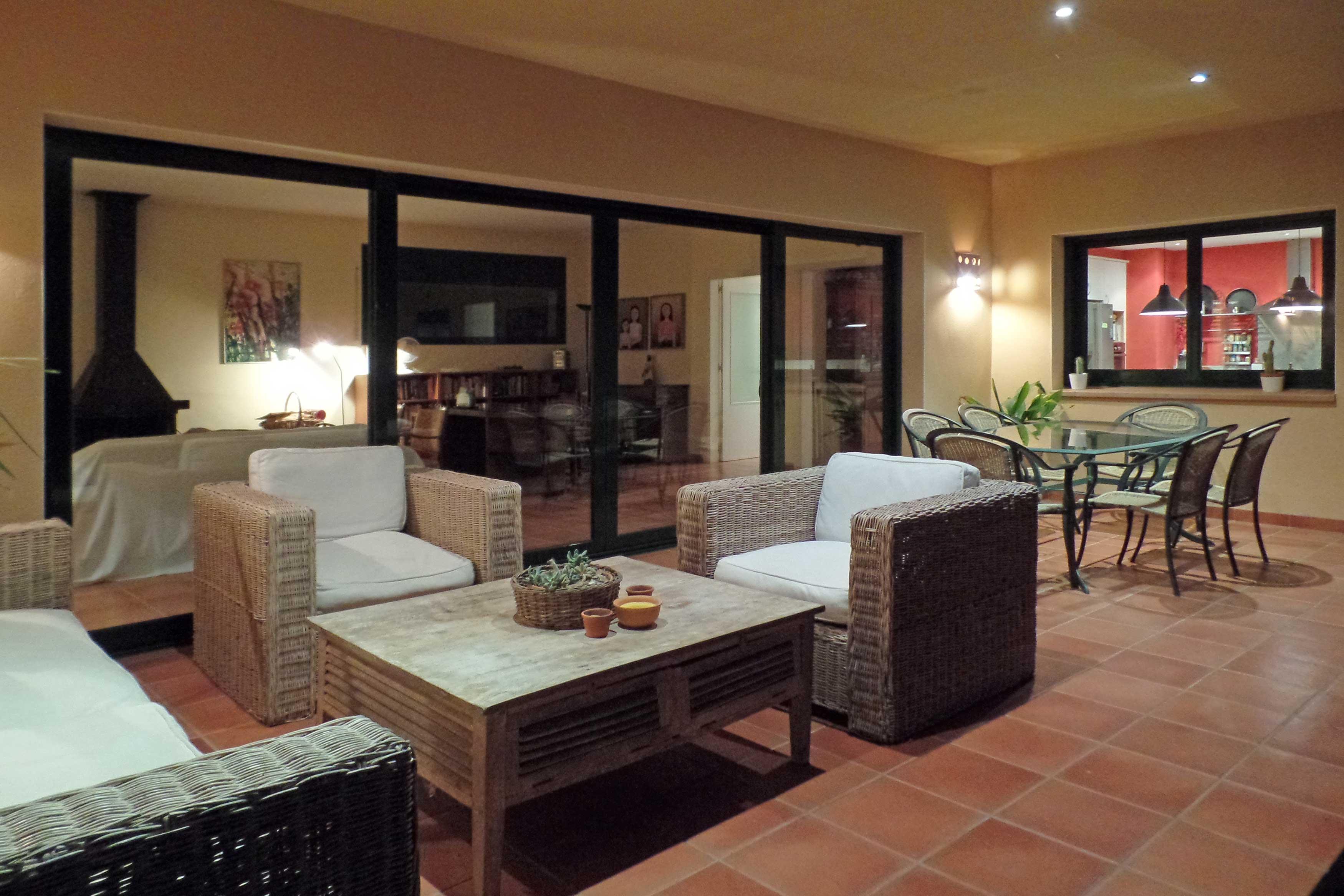 villa Oosterhoff met terras en eettafel